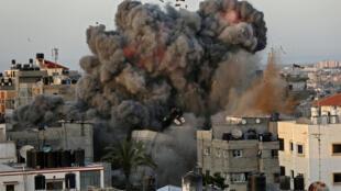 Un bombardeo israelí destruye el barrio de Al Riman en la ciudad de Gaza, el 16 de mayo de 2021