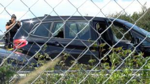 Carro BMW do suspeito baleado pela polícia ao tentar fugir, em 9 de agosto de 2017