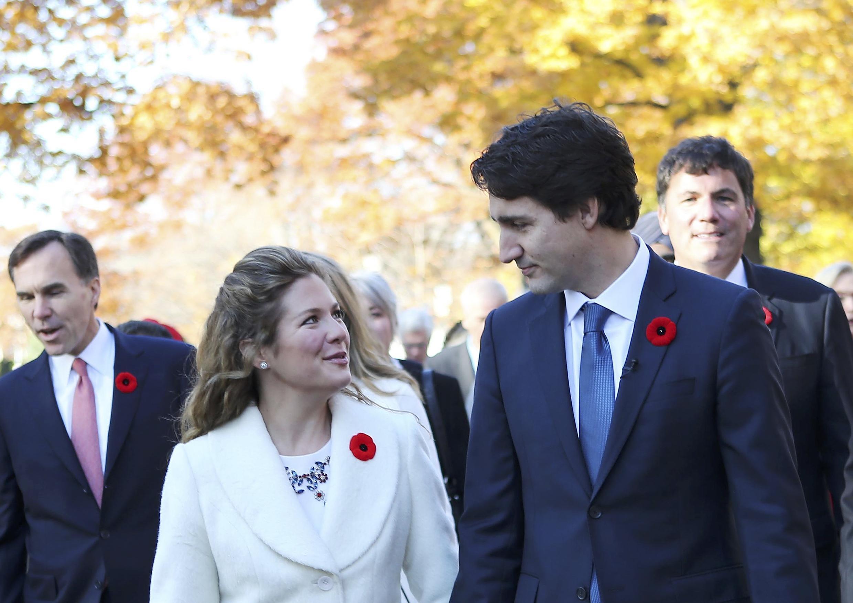 Waziri Mkuu wa Canada, Justin Trudeau na mkewe Sophie Grégoire kabla ya sherehe ya kutawazwa kwa Waziri mkuu mpya, Novemba 4, 2015.