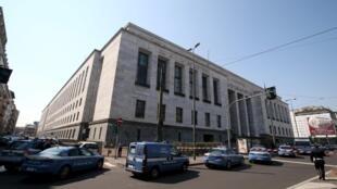Após tiroteio, polícia cercou o Palácio da Justiça de Milão nesta quinta-feira (9).