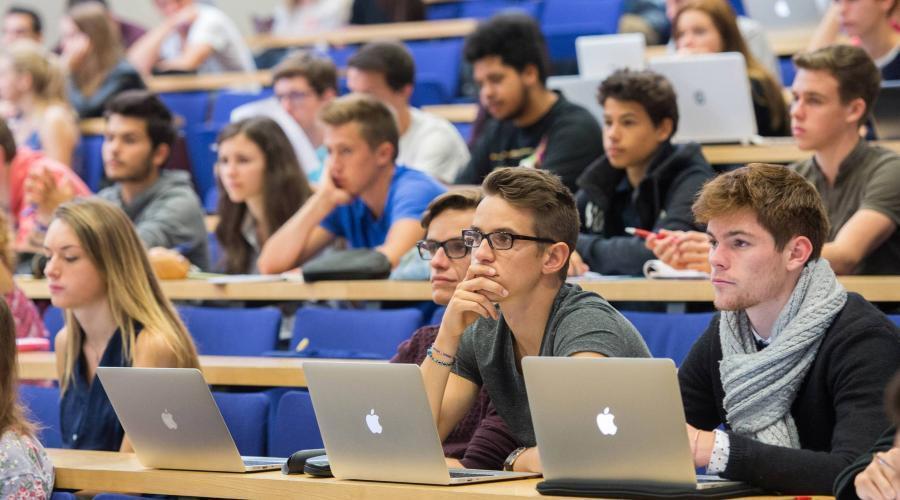برای نسل کنونی جوانان فرانسه زندگی خارج از کار اهمیت بمراتب بیشتری دارد