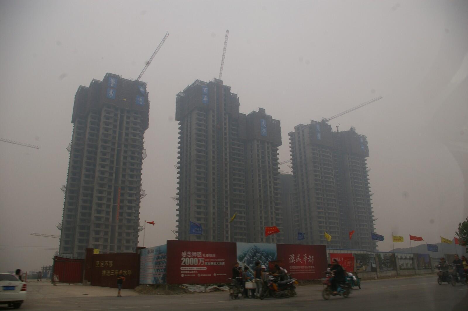 Brouillard sur la ville de Handan (province du Hebei, Chine) où l'indice de pollution était au plus haut le lundi 17 juin 2013.