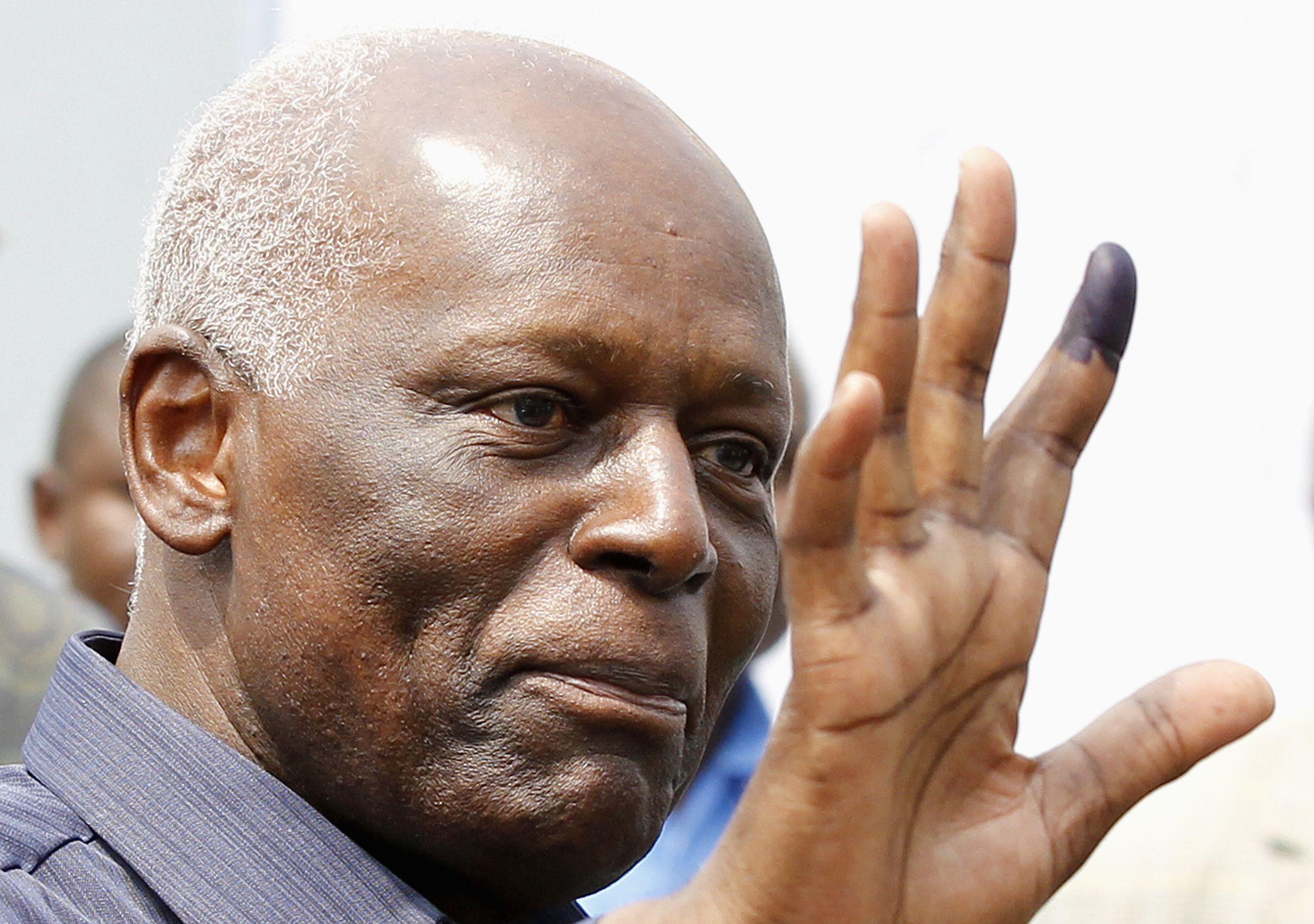 Shugaban kasar Angola, Dos Santos