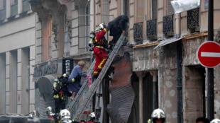 Пожарные эвакуируют жильцов дома №6 на Рю-де-Тревиз в Париже, Рю-де-Тревиз12 января 2019