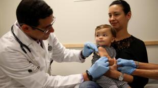 Vaccination contre la rougeole dans un hôpital de Miami, en Floride, le 2 juin 2014.
