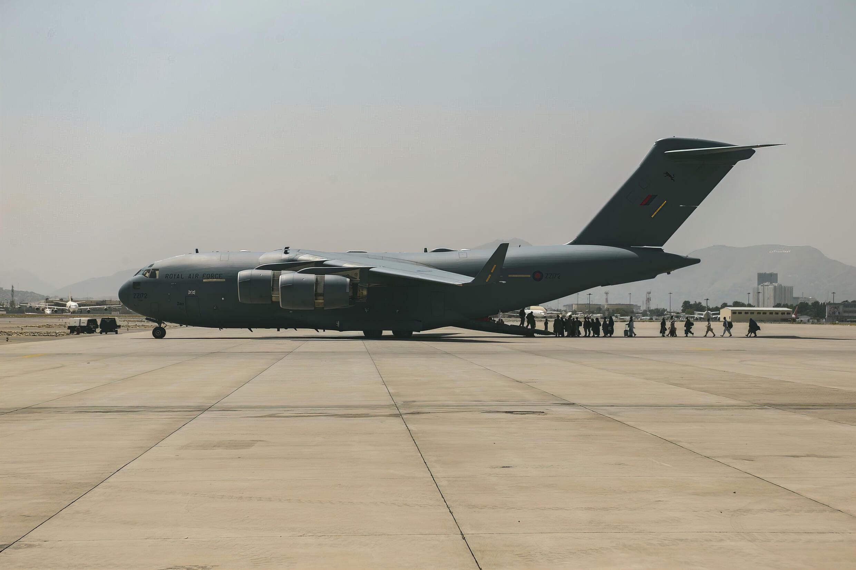 8月20日喀布爾機場的一架美國波音C17.