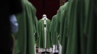 کلیسای کاتولیک فرانسه یکی از بزرگترین بحران های خود را در نتیجۀ تعرضات جنسی کشیشان تجربه میکند.