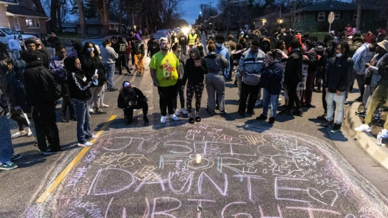 96232-us-police-shooting-of-black-man-in-minneapolis-sparks-fresh-protests