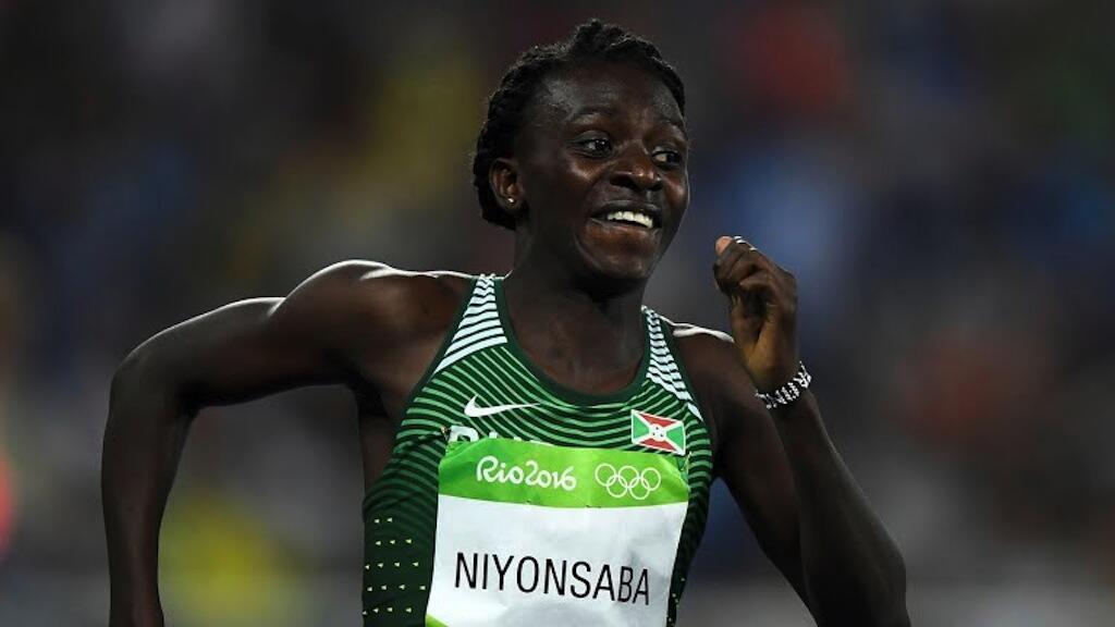Mwanariadha Francine Niyonsaba kutoka Burundi, baada ya kumaliza wa pili Michezo ya Olimpiki nchini Brazil Agosti 21 2016