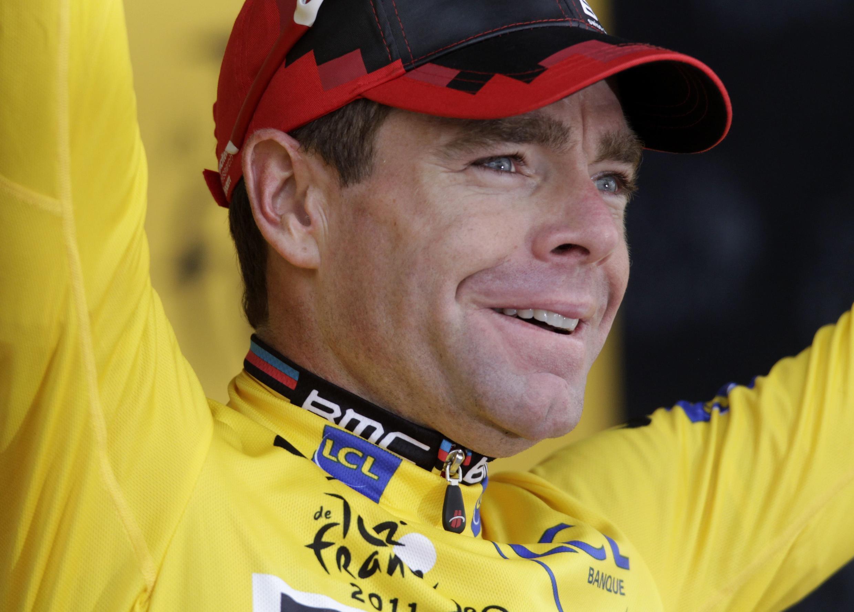 """Кейдл Эванс в желтой майке лидера за день до финиша """"Тур де Франс"""" 23 июля 2011."""