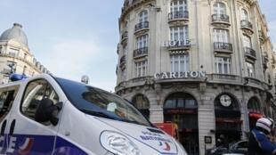 Festas aconteciam no hotel Carlton de Lille, com a participação de pessoas influentes da região norte da França.