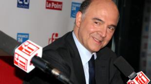 Pierre Moscovici, ce mardi 14 mai, dans le studio de Mardi politique, à RFI.