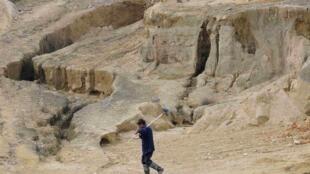 資料圖片:江西南昌某稀土開採區。攝於2010年10月29日。