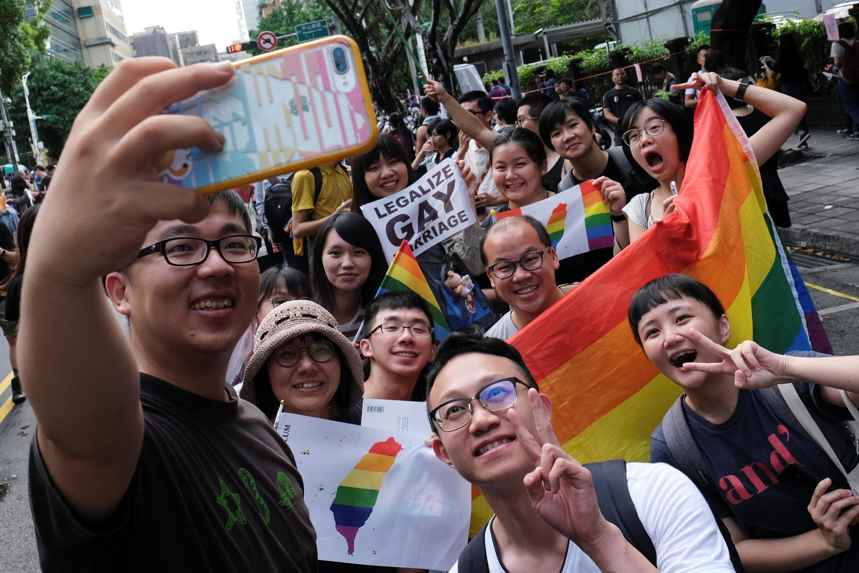 В Тайване парламент одобрил законопроект, признающий однополые браки