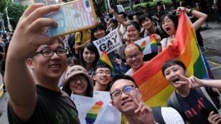 Đài Loan là nơi đầu tiên ở Châu Á công nhận hôn nhân đồng tính. Cảnh vui mừng ở Đài Bắc, ngày 17/05/2019.