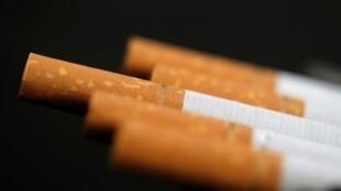 Hoton taba sigari da aka daukar ranar 8 ga watan oktobar 2014. REUTERS/Christian Hartmann/Illustration