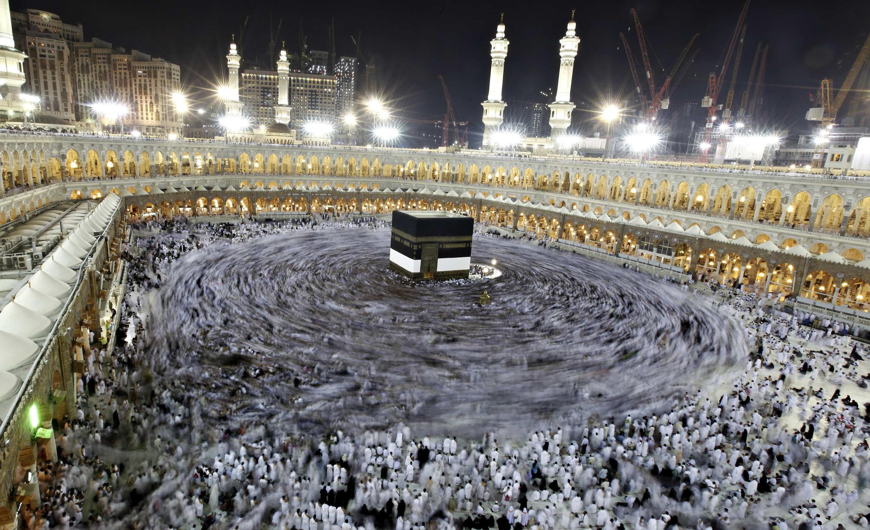 Mais de dois milhões de muçulmanos de todo o mundo estão se dirigindo para Meca