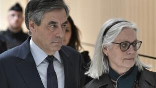 Francois Fillon et sa femme Penelope, le 27 février 2020.
