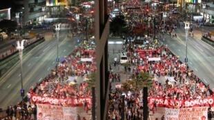 Plusieurs manifestations ont eu lieu dans les grandes villes du pays en marge de cette journée de grève générale au Brésil: ici, à São Paulo, le 14 juin 2019.
