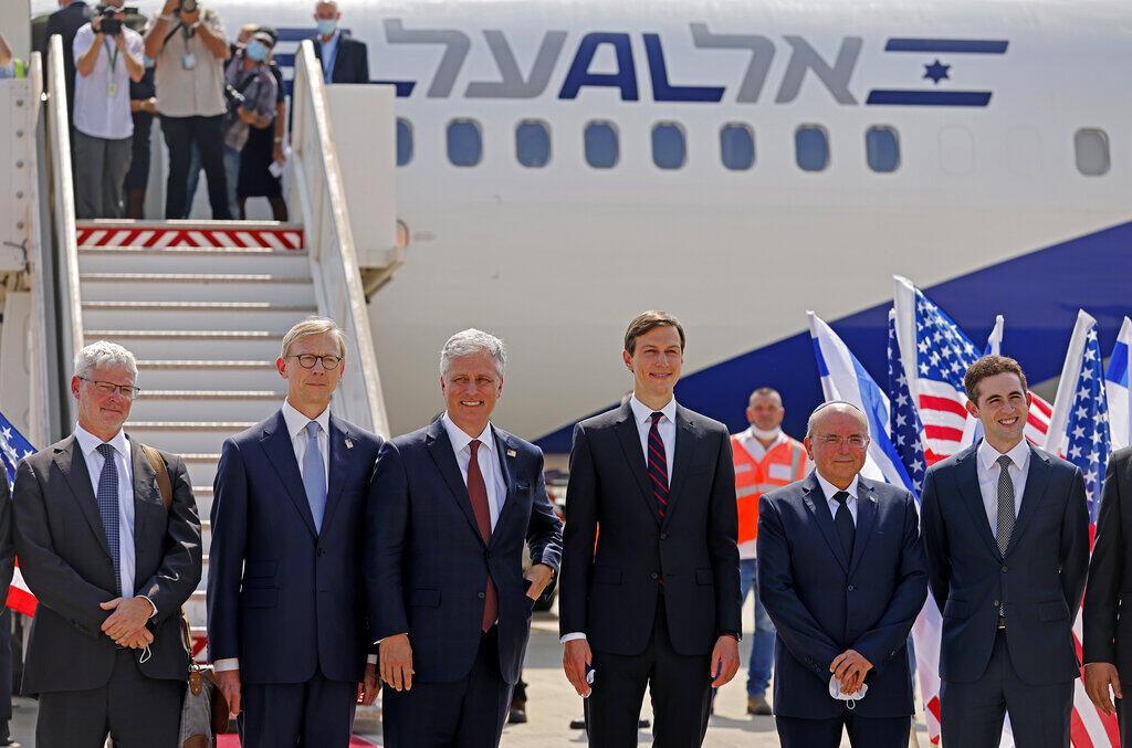 Jared Kushner, genro do presidente americano, Donald Trump, esta à frente da delegação israelo-americana que participa nesta segunda-feira (31) do primeiro voo comercial direto entre Israel e Emirados Árabes Unidos.