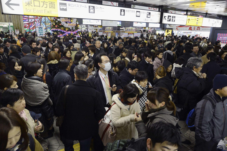 Trens foram suspensos em Sendai em razão do alerta ao tsunami