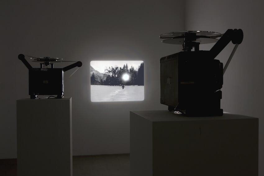 """Gonzalo Lebrija """"The distance between You and me IV"""", 2009 Video Installation - 16mm film and loop projector / Installation vidéo - Film 16mm et projecteur Duration : 00:02:48"""