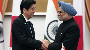 Thủ tướng Nhật Shinzo Abe (trái) và Thủ tứong Ấn Độ Manmohan Singh tại New Delhi ngày 25/1/2014.