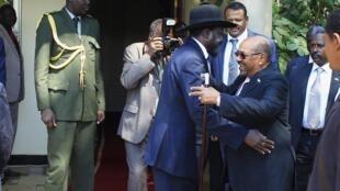 Rais Salva Kiir na mwenzake wa Sudani Omar Al Bashir.