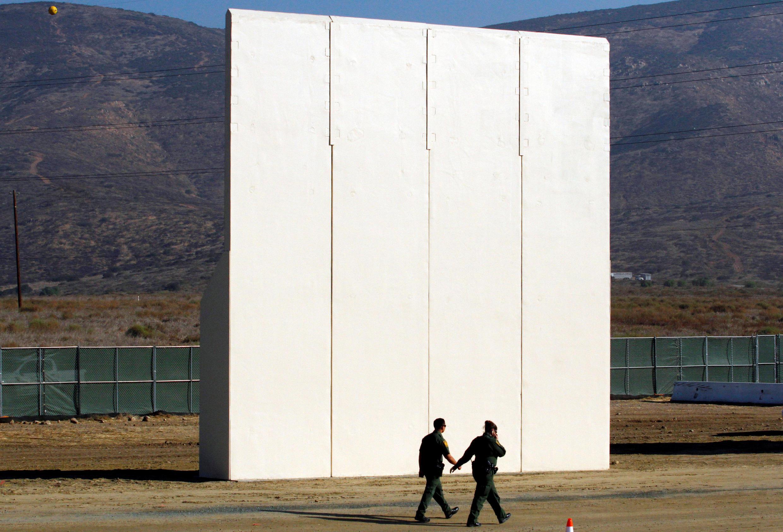 Những khối bê tông cao khoảng 10 mét được dựng lên ơ sa mạc San Diego sẽ được thử nghiệm về độ hữu hiệu...