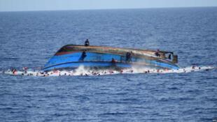 واژگون شدن قایق پناهجویان در سواحل تونس