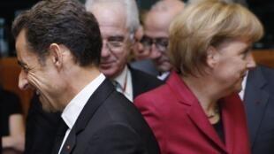 Nicolas Sarkozy (g) et Angela Merkel à Bruxelles, le 30 octobre 2009.