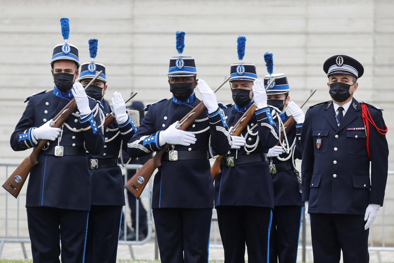 Церемония прощания со служащей французской полиции Стефани Монферме. Рамбуйе, 30 апреля 2021.