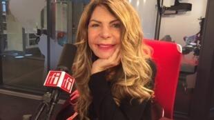A cantora Elba Ramalho no estúdio 21 da RFI