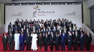 Photo de famille lors du Sommet de la francophonie à Madagascar.