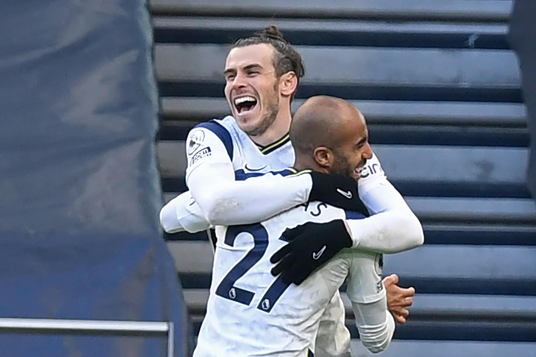 Gareth Bale na murnar lashe kwallo yayin wasansu da Burnley