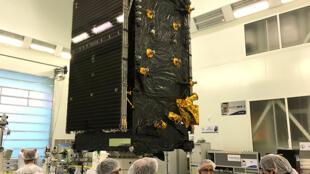 Segundo o Ministério da Defesa, o satélite expandirá a capacidade operacional das Forças Armadas, por exemplo, em operações nas fronteiras terrestres, em eventuais operações de resgate em alto mar e ainda no controle do espaço aéreo.