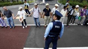 Biểu tình phản đối rủi ro hạt nhân trước trụ sở bộ Kinh tế Nhật Bản, Tokyo, 11/09/2011
