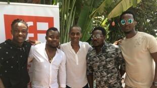 Le groupe ivoirien Révolution et Claudy Siar.