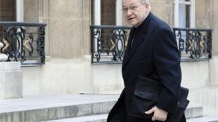Le cardinal André Vingt-Trois, président de la Conférence des évêques de France, lors de son arrivée au palais de l'Elysée, le 22 mai 2008 .