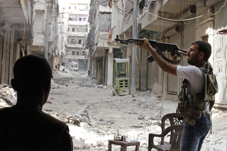 Un combattant de l'Armée syrienne libre (ASL) à Alep, le 1er octobre 2012.