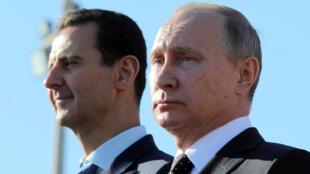 O presidente Bashar Al-Assad (à esquerda) e seu aliado russo Vladimir Putin.