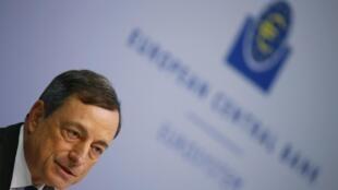 O presidente do Banco Central Europeu, Mario Draghi, durante coletiva após uma reunião na sede do BCE em Frankfurt, Alemanha, 16 de julho de 2015.
