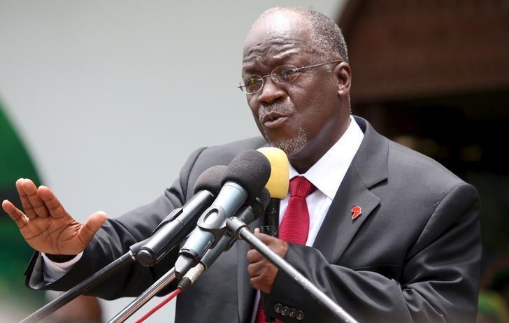 Shugaban kasar Tanzania John Pombe Magufuli yayin jawabi a taron gangamin jam'iyyarsa ta CCM a birnin Dar es Salaam.