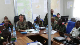 L'adjoint du commandant de la force de la Monusco, le général Jean Baillaud, lors d'une réunion de planification conjointe des opérations à Beni, province du Nord Kivu, en RD Congo.