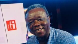 L'écrivain tchadien Nétonon Noël Ndjékéry en studio à RFI (juin 2019).