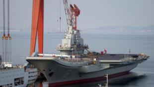 圖為中國第一艘航空母艦遼寧號