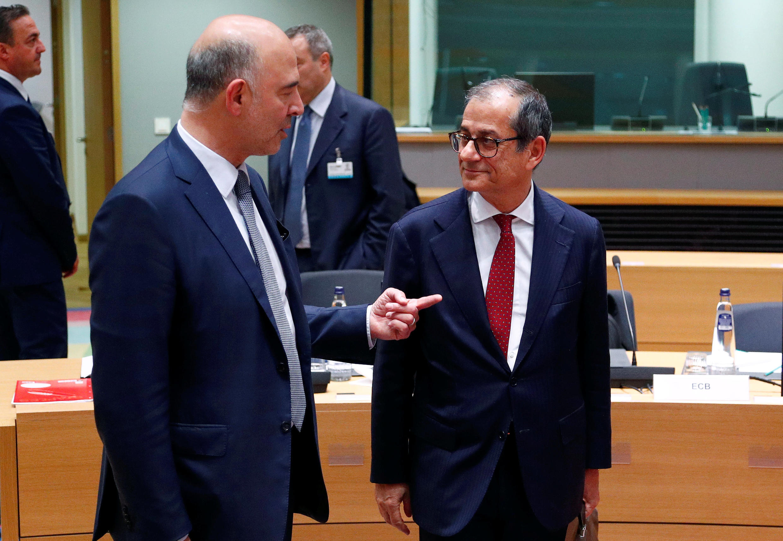 Image d'archive: Le commissaire aux Affaires économiques Pierre Moscovici et le ministre italien de l'Économie Giovanni Tria, à Bruxelles, le 5 novembre 2018.
