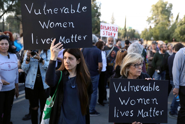 Rassemblement public à la mémoire des victimes d'un présumé tueur en série devant le palais présidentiel de Nicosie, à Chypre, le 3 mai 2019.