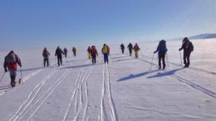 Un groupe de malvoyants et de malentendants a traversé en ski le lac Baïkal, dans le sud de la Sibérie pendant une dizaine de jours entre février et mars 2017. Le but de cette expédition : faire connaître leur handicap.