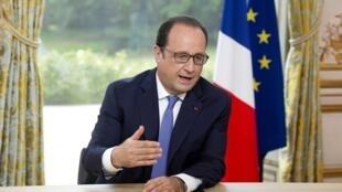 O presidente François Hollande durante a tradicional entrevista de 14 de Julho a jornalistas no Palácio do Eliseu.